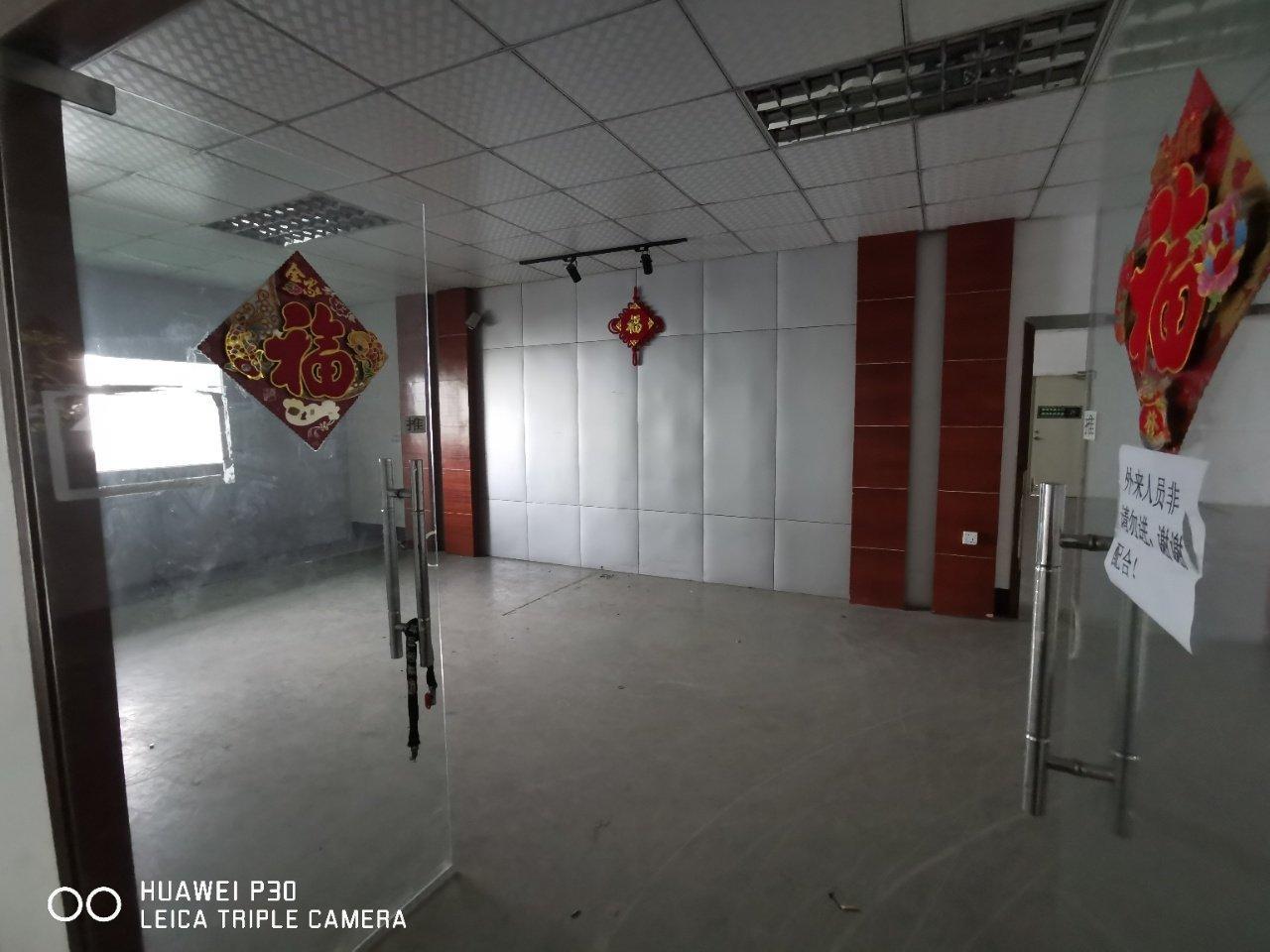 宝安区福永地铁口附近550平精装修前台,办公室车间,采光充足