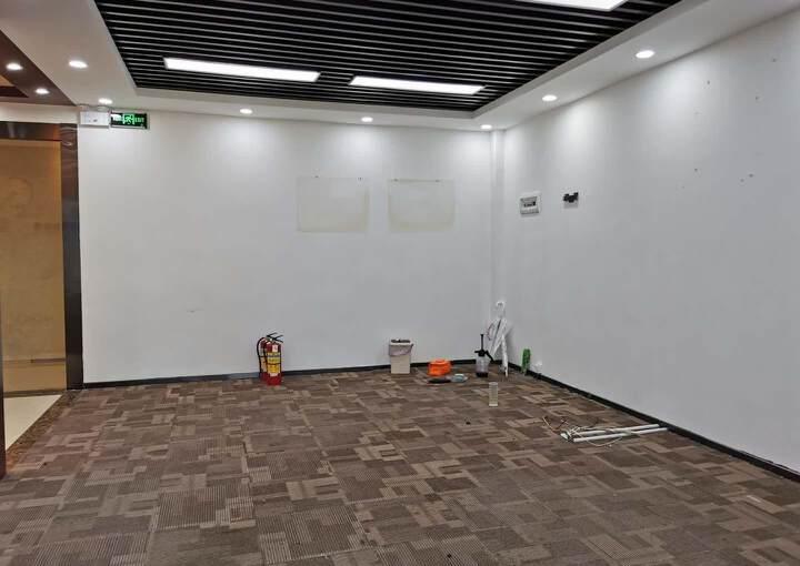 深圳布吉坂田地铁口精装修写字楼128平45元图片2