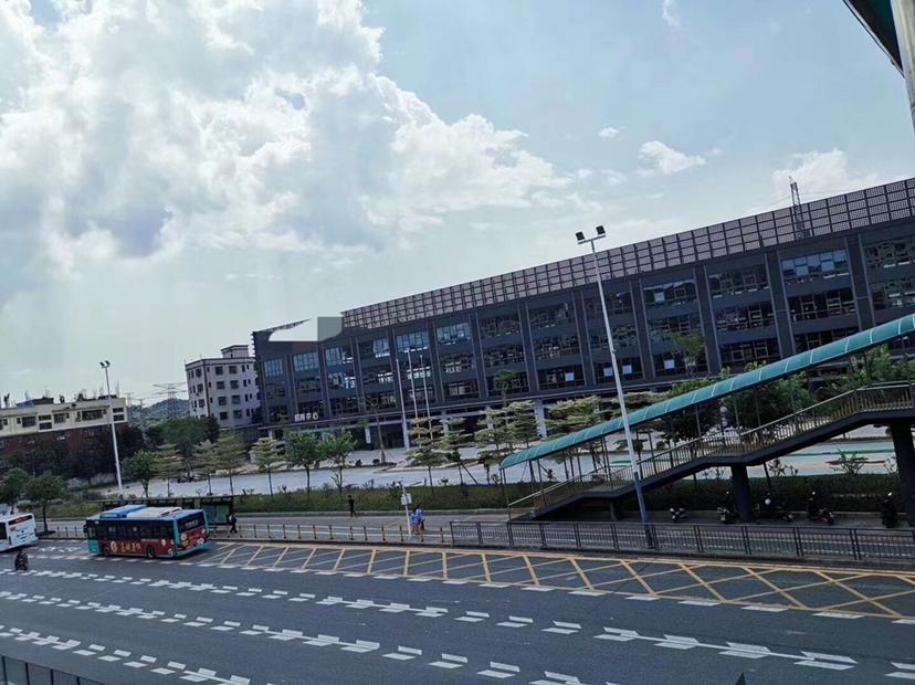 石岩南商业广场临街20000平整栋大厦招商,商业价值大