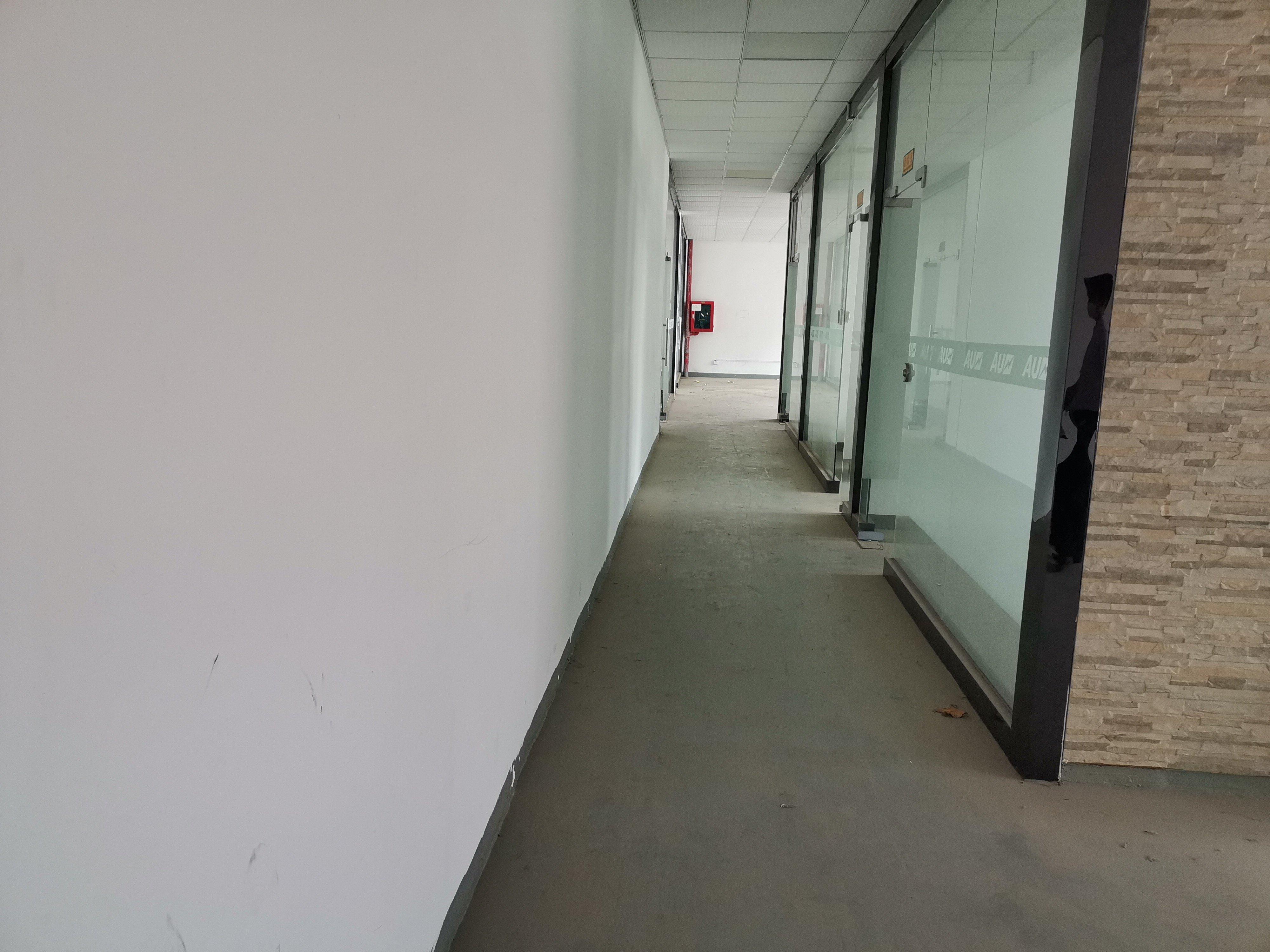 龙华油松工业路附近新出装修厂房,办公室仓库650平出租。