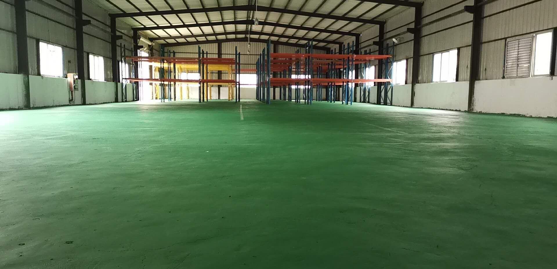 观澜清平高速出口仓库出租独栋独院厂房1500平,全新地坪漆。