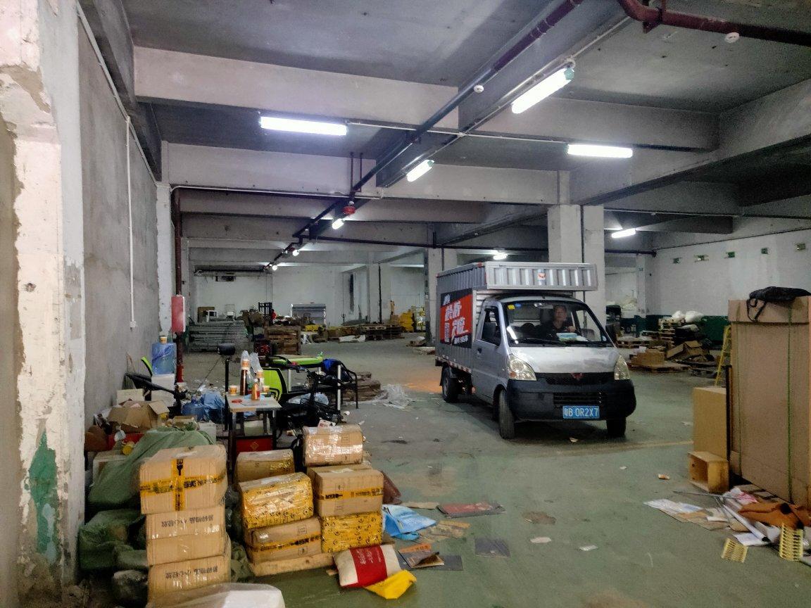 龙华清湖地铁口附近新出一楼2000平标准万博app官方下载,大货车进出方便