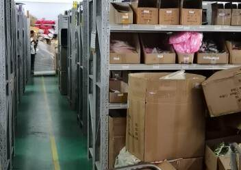 平湖清平高速出口原房东标准厂房7800平方出租可办环评图片3