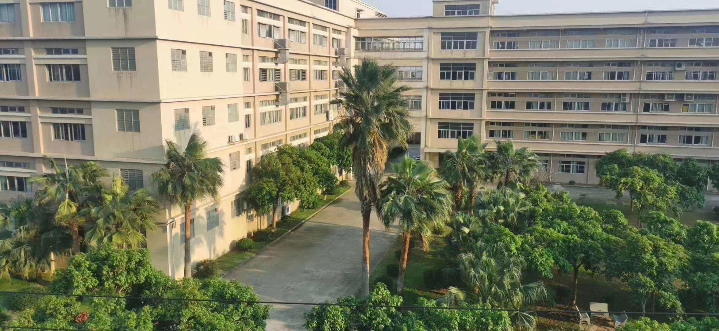 深圳智港新城总面积约21900方,大小分租。