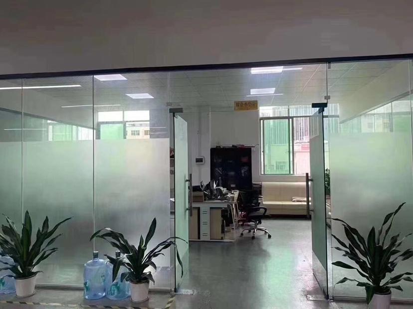 大浪福龙路口工业园新出800平带精装修万博app官方下载办公室出租,高使用