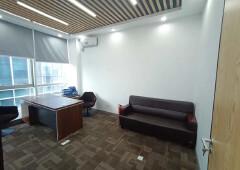 龙华清湖地铁口 豪华装修,家私全齐空调,拎包办公 大气前台