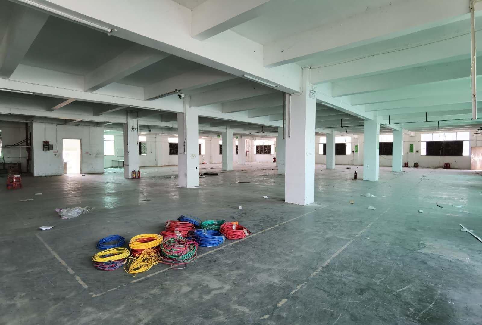 龙归南岭工业园区新出一楼。1100平方。标准厂房,仓库出租。