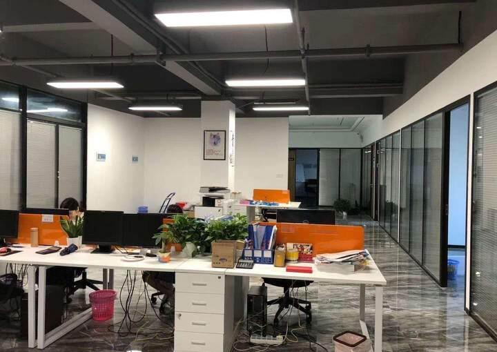龙华汽车站附近新出600平精装修办公室招租,户型方正采光好图片1