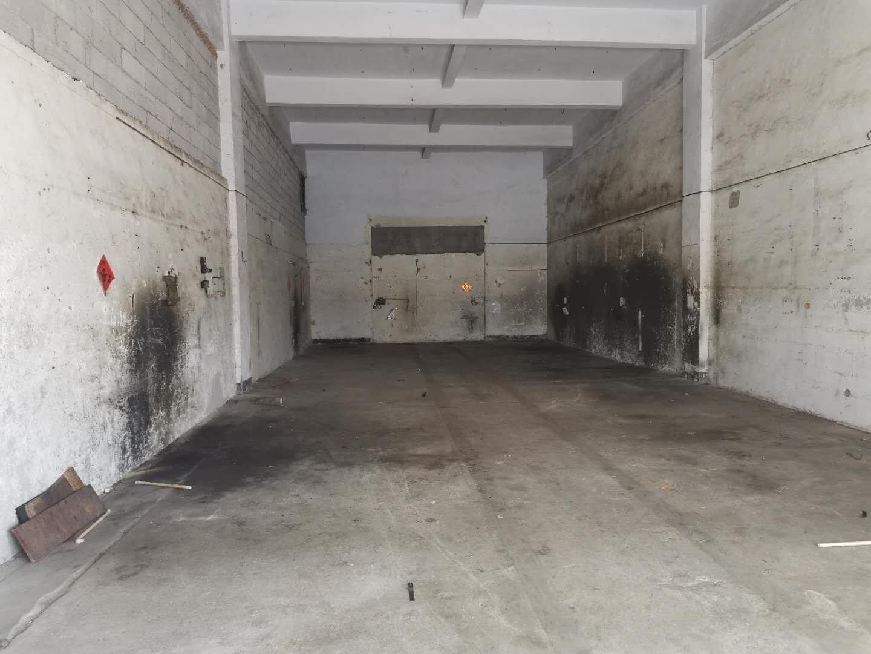松岗大田洋国道附近旁新空出150平方六米高小型仓库。