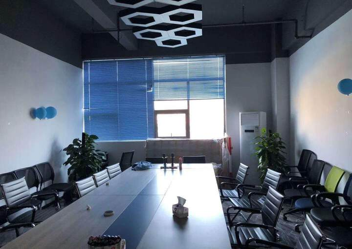 龙华汽车站附近新出600平精装修办公室招租,户型方正采光好图片6
