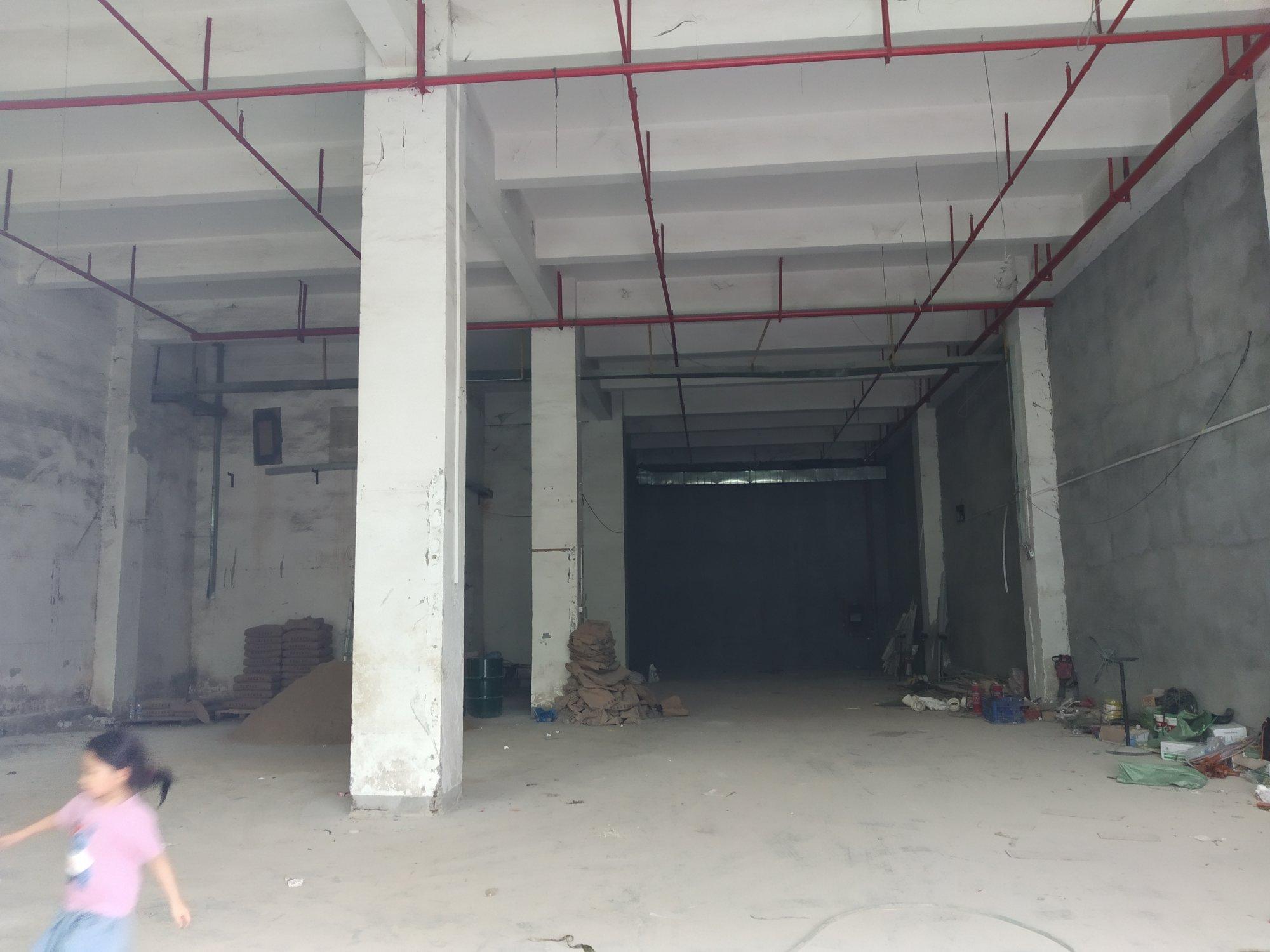 龙华新出独栋原房东厂房一楼层高8米,有消防喷淋适合仓库