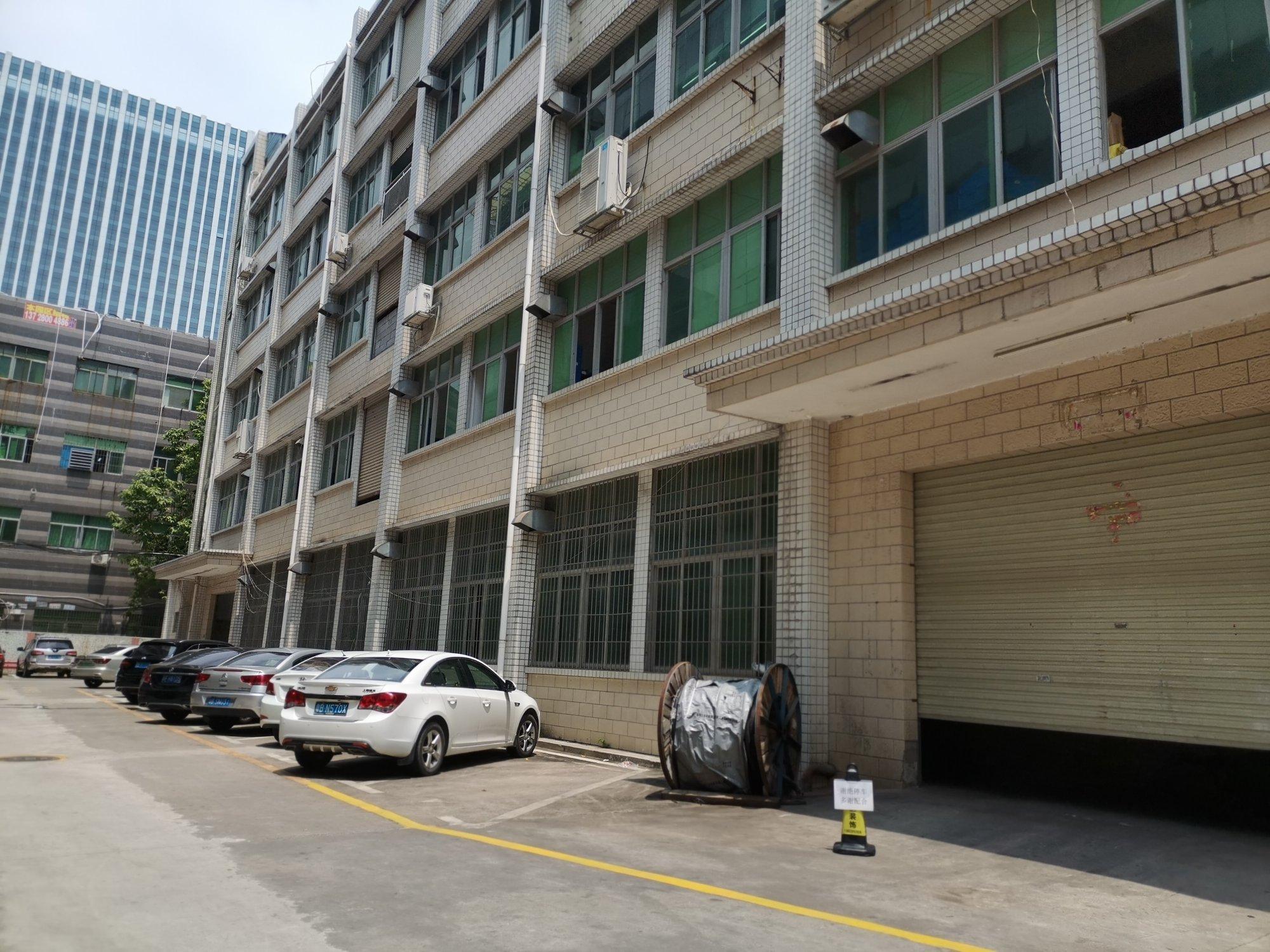 龙华大浪商业中心旁新车二楼厂房仓库700平出租可分租