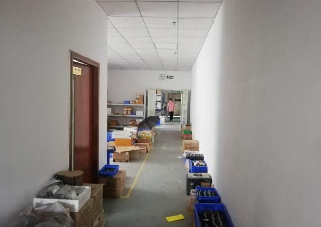 公明楼村楼上整层800平米精装修厂房出租