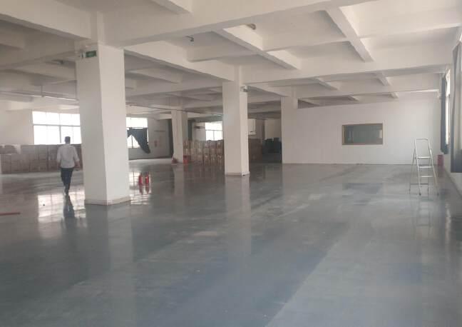 观澜章阁原房东厂房楼上1500平出租,一部三吨货梯