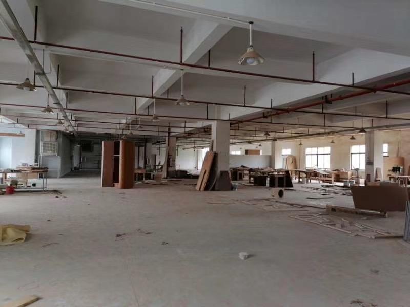白花新出楼上2300平米现成办公室装修