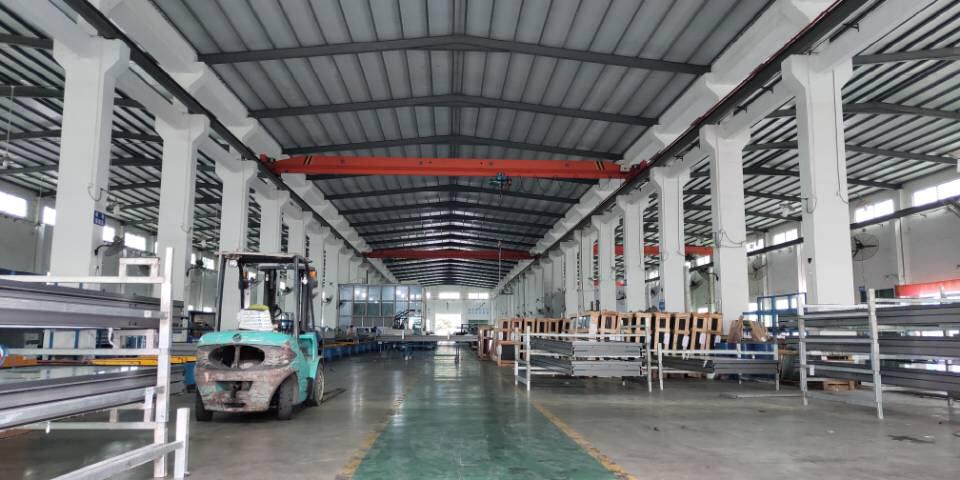 惠州良井砖墙到顶单一层钢构11米高带设备出租