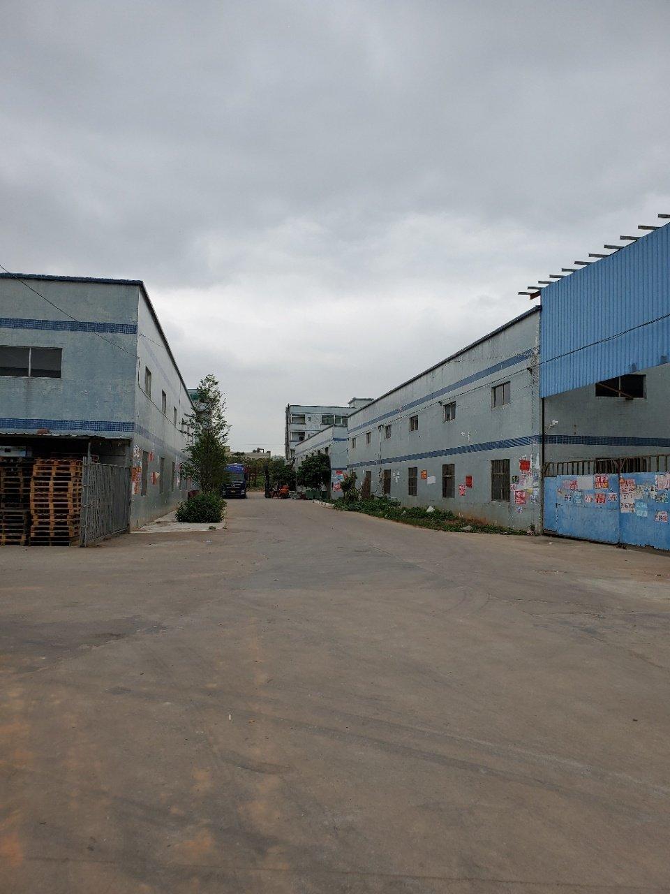 厂房靠近秋宝路旁。价格便宜,水电齐全。