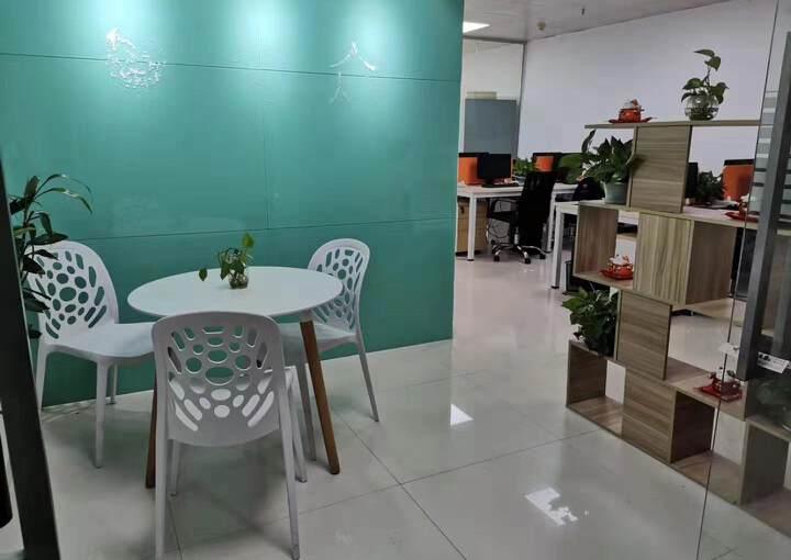 西乡精装办公室出租带家私隔间高楼层采光好图片1