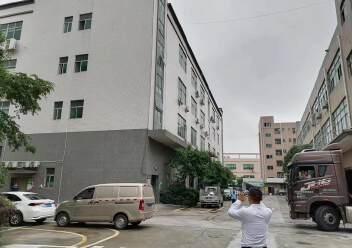观澜楼上精装修厂房2400平20元,大气前台,办公室豪华装修图片8