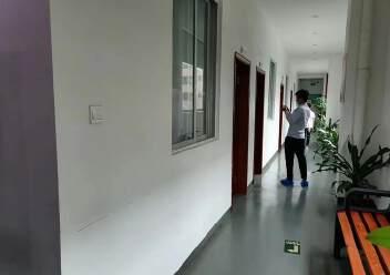 观澜楼上精装修厂房2400平20元,大气前台,办公室豪华装修图片2