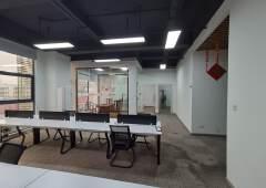 坂田五和地铁站附近新空出精装修办公室,交通方便,园区形象好