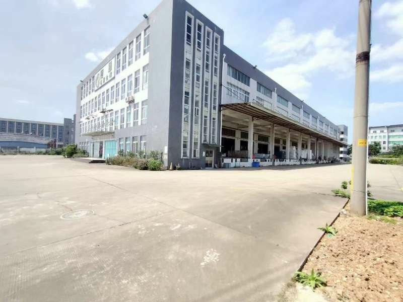 工业区里面原房东出租单一层厂房 厂房面积:7600平方