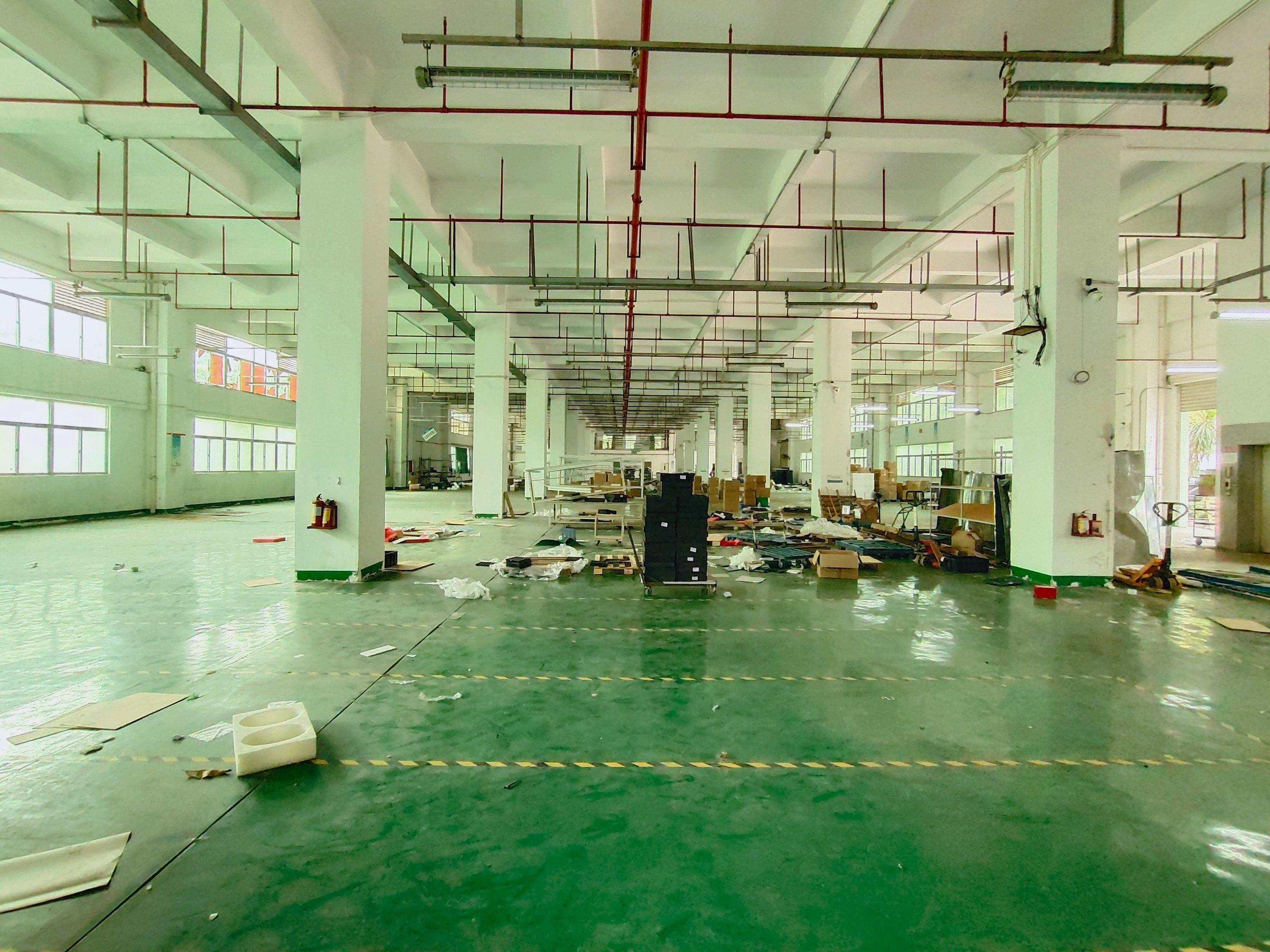 黄埔文冲石化路边上新出园区厂房1楼3600平米,价格优惠。