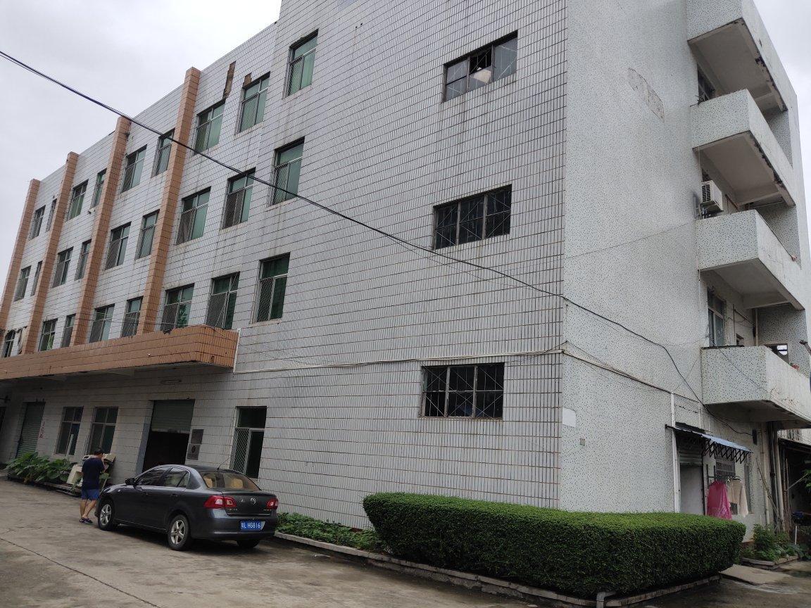 小金口金石二路附近村委厂房10003-4楼出租。