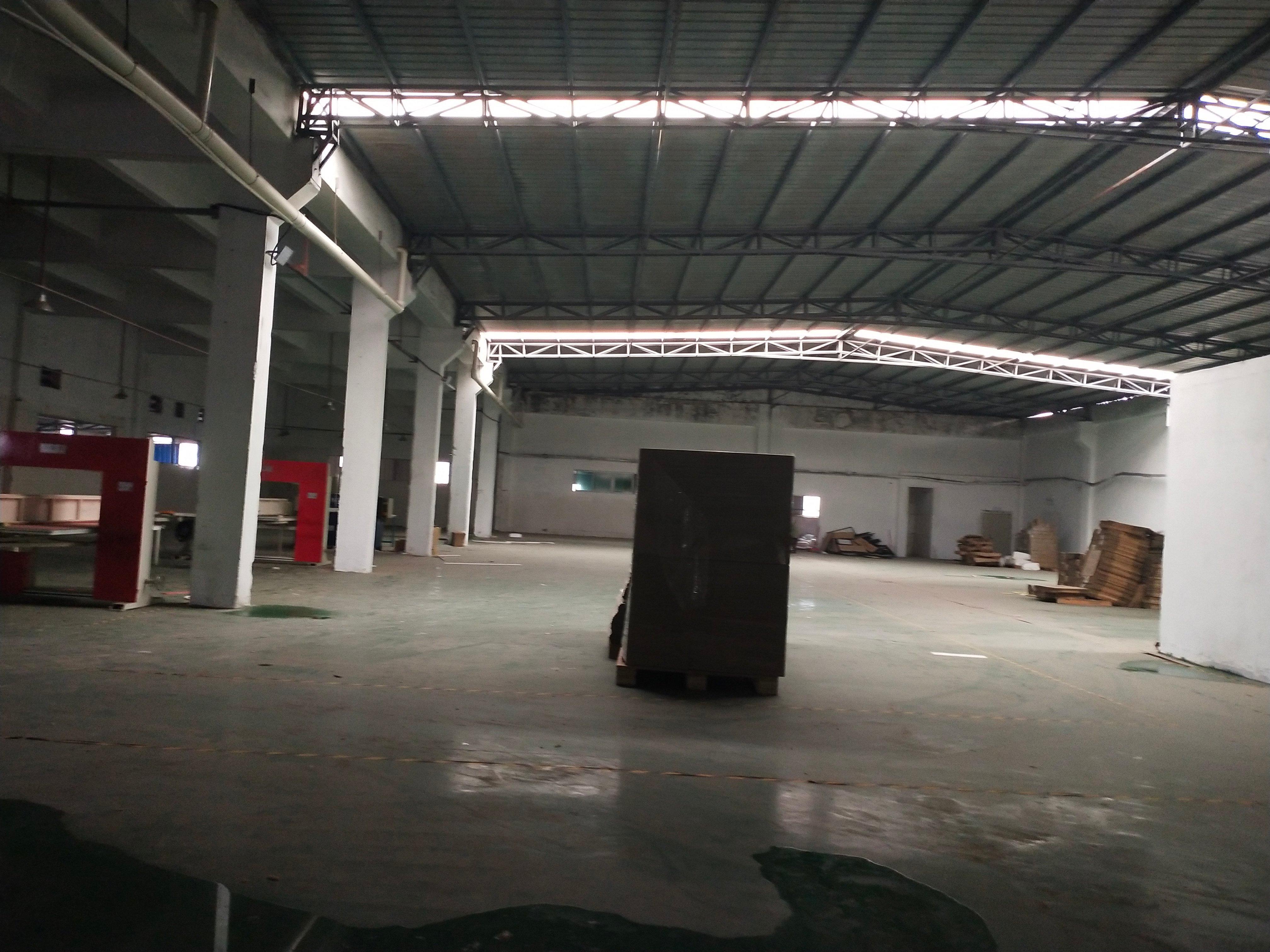 滴水7米超大空地秋长原房东工业园仓库厂房出租2500平