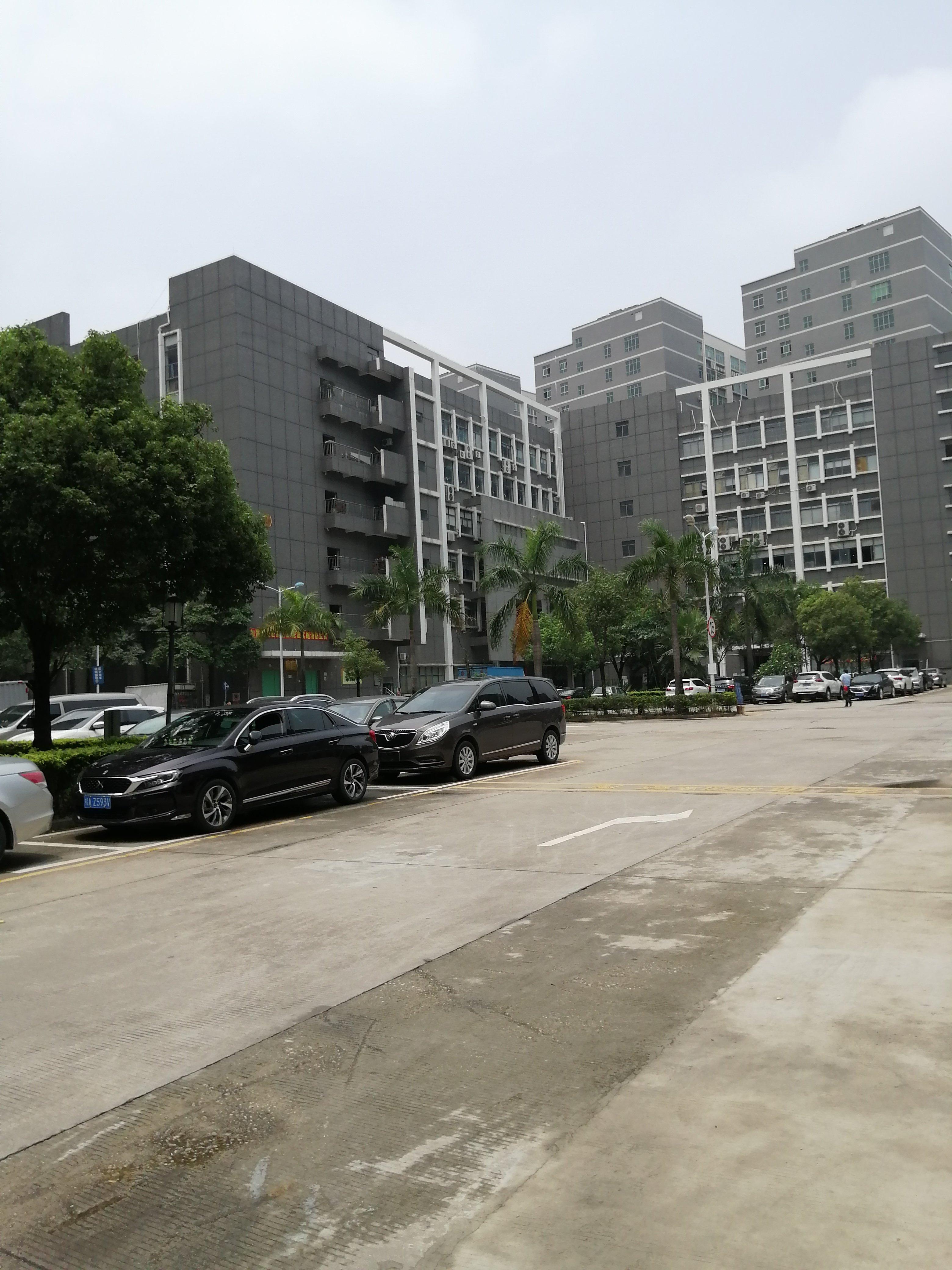 石岩村委厂房,5楼2371平方实际面积出租,高速路口可做仓库