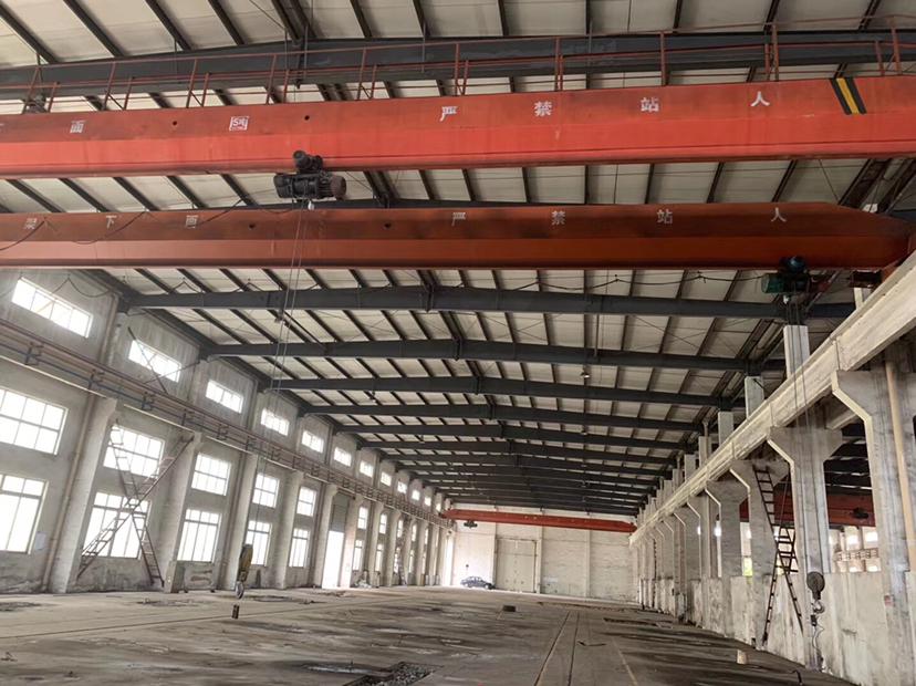 德阳工业园区4500平带3台行车,5吨,10吨,