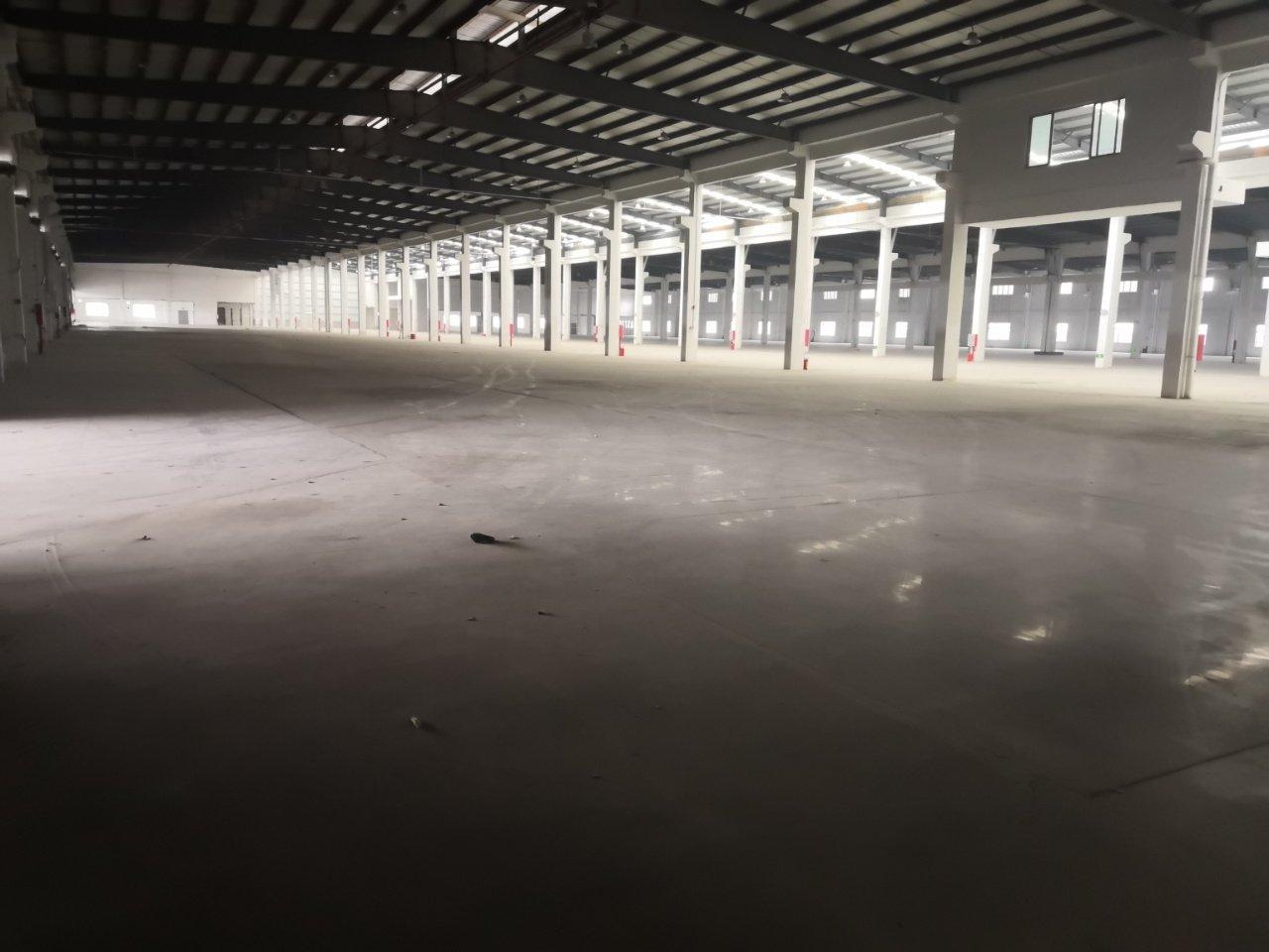 佛山三水54000平标准高台仓,可同时停靠100台拖挂车