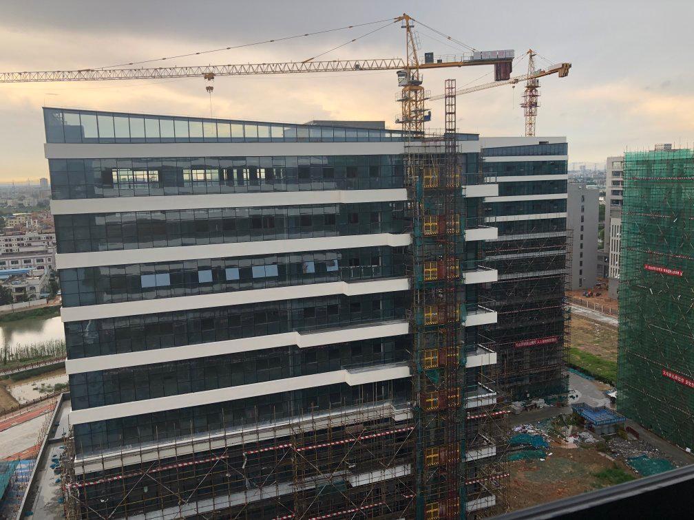 全新花园式工业园 1.全玻璃幕墙打造外部形