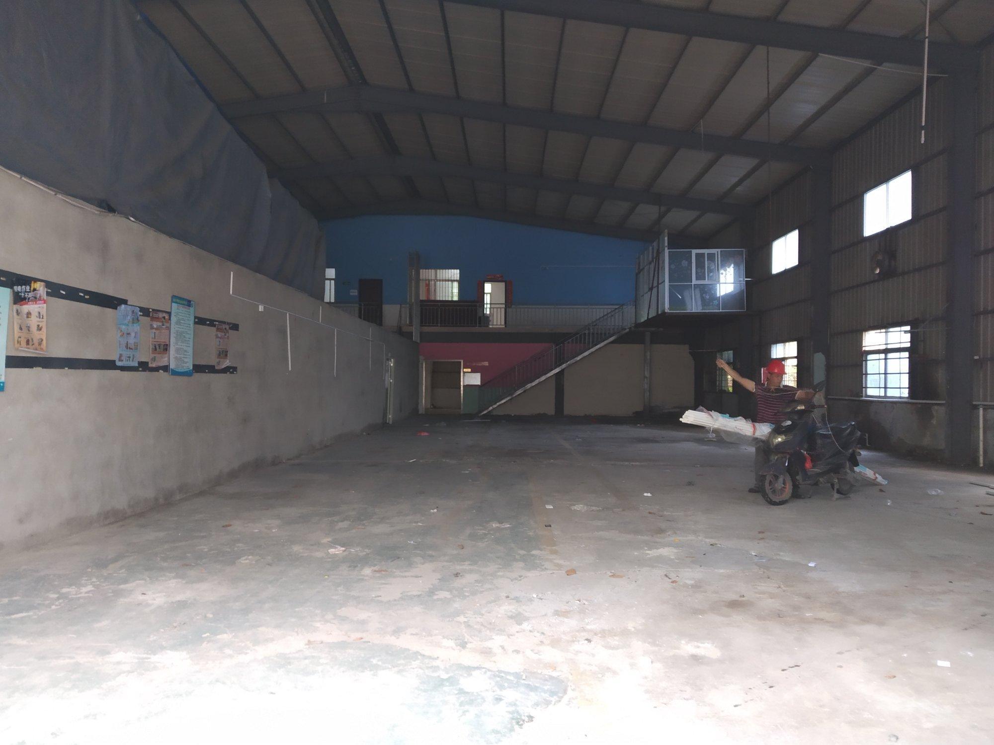 龙华新出1楼1000平米钢构厂房仓库,层高8米可装行吊