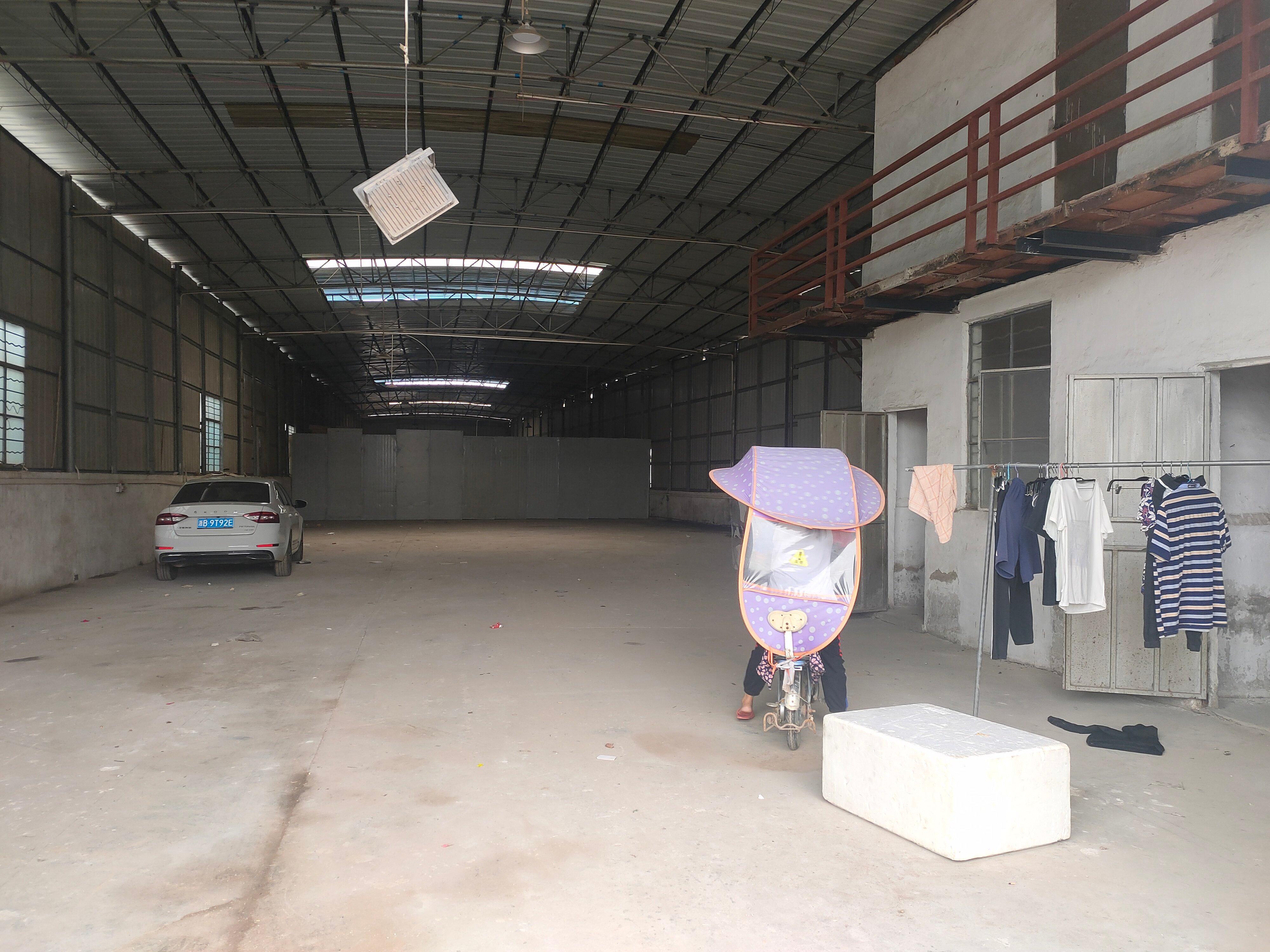 太和105国道边高速路口附近工业园区新出单一层厂房仓库出租。