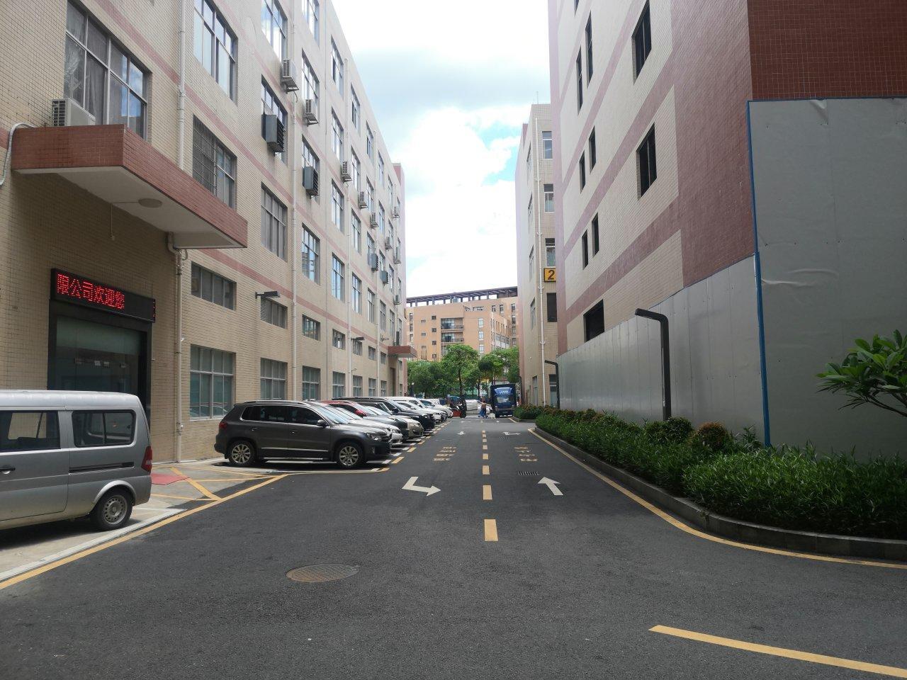 大浪原房东2楼1100平方标准厂房,现成办公室,车间,仓库!