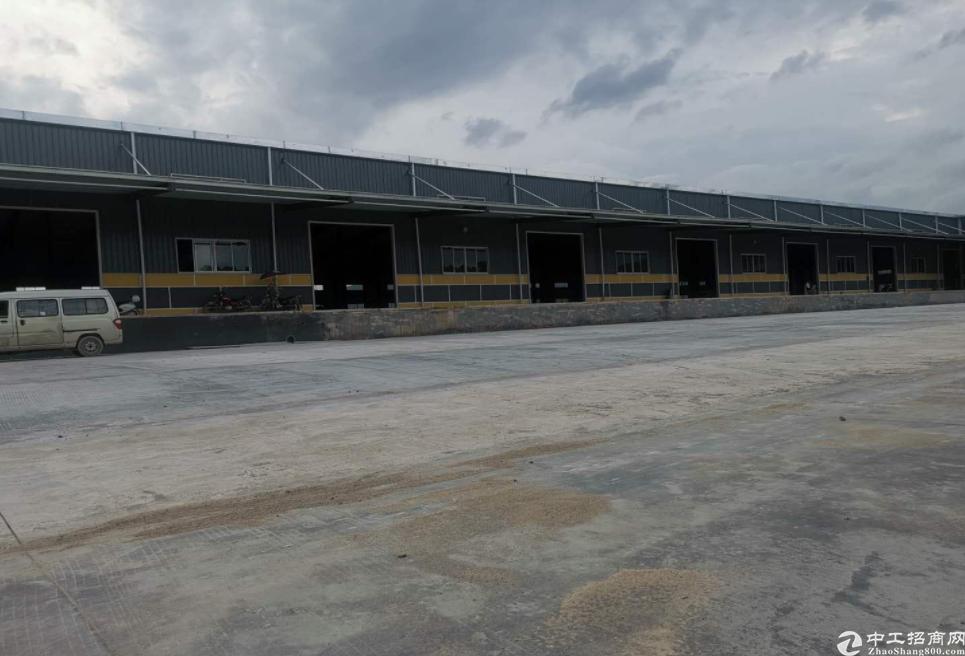 深圳边便宜厂房出售构结钢厂房面积9400㎡,8米高