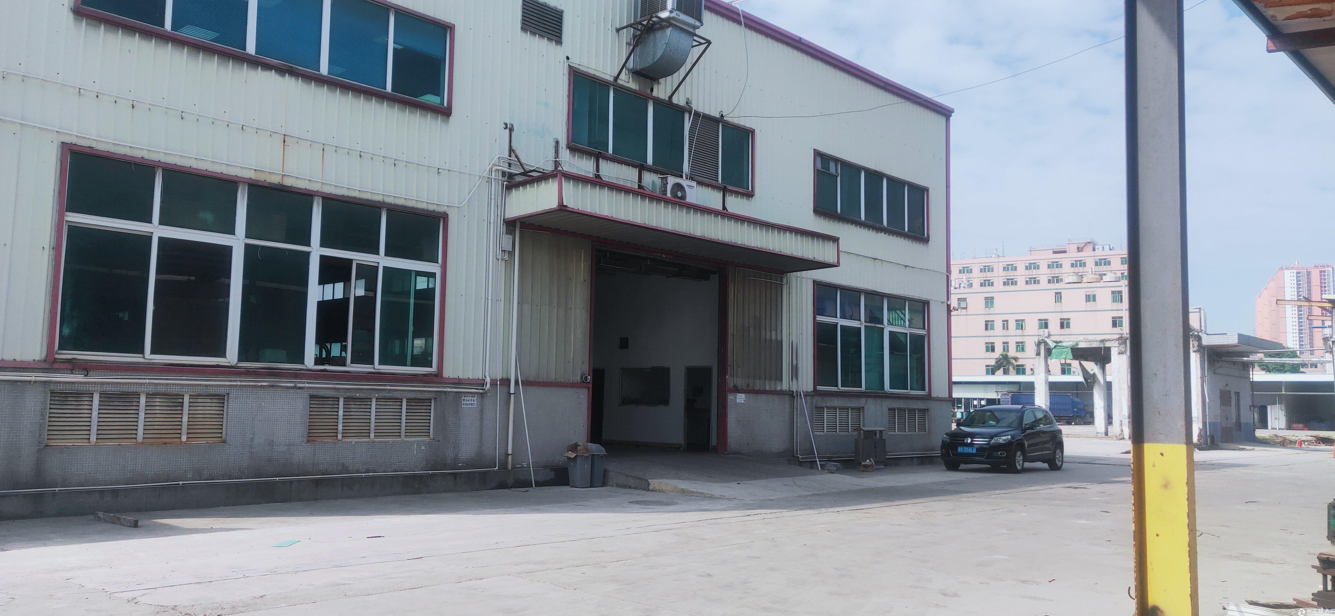 新出!平湖大工业园花园式厂房仓库16800平方招租可分租