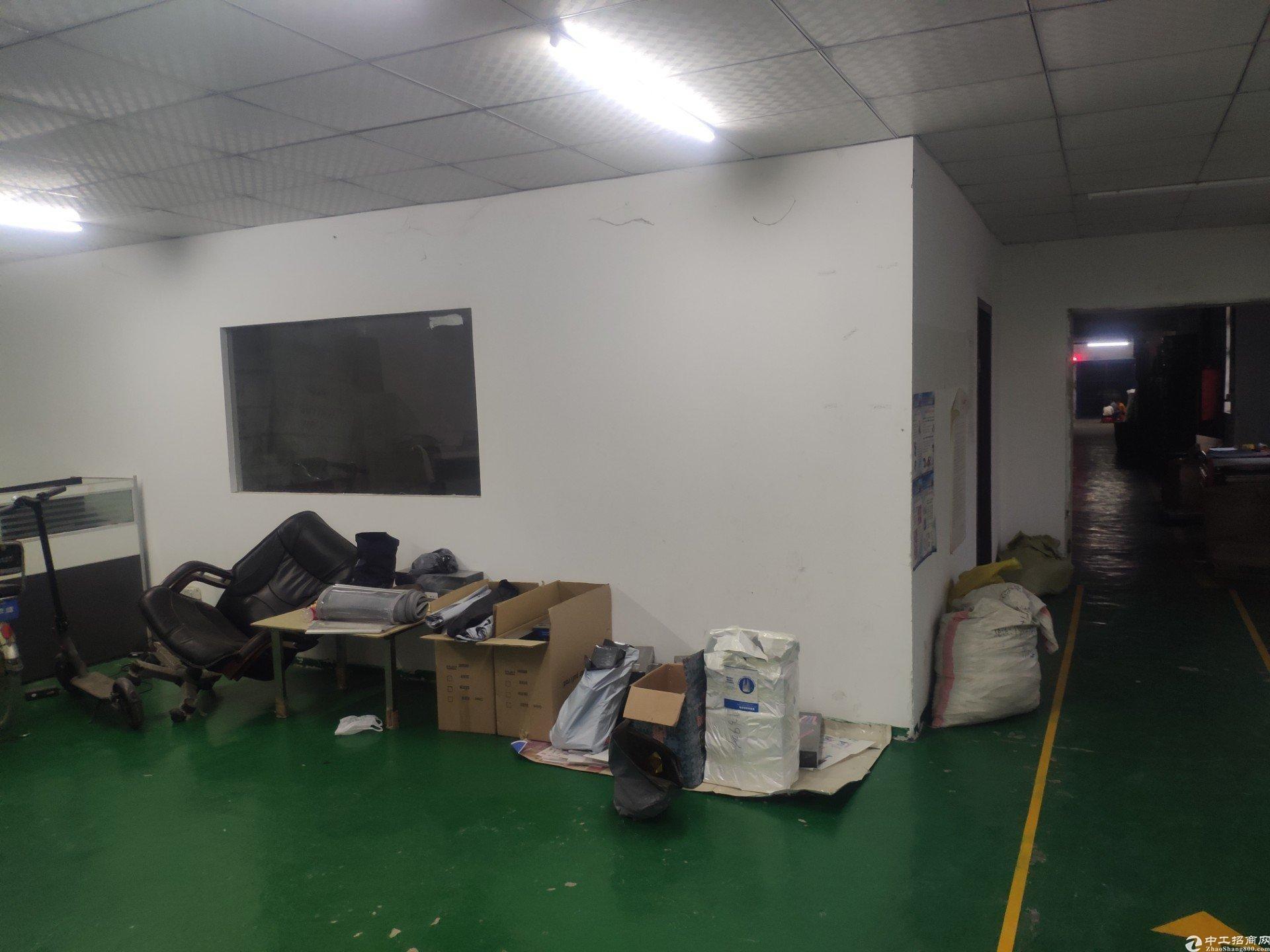 坪地楼上标准厂房单一层800㎡原房东出租