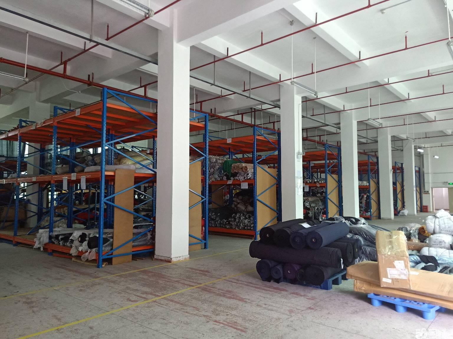 平湖富民工业区一楼700平米出租,空地大形象好
