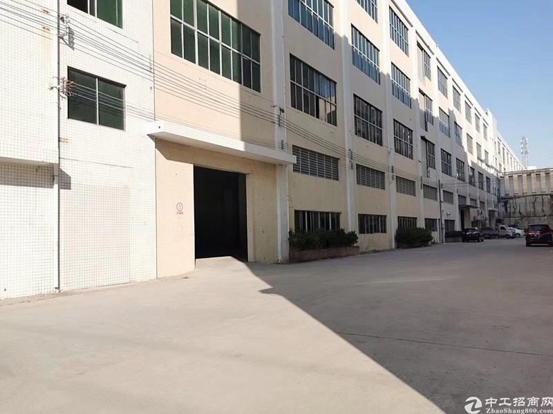 大岗工业园内分租楼上850方厂房仓库,现成装修,证件齐全