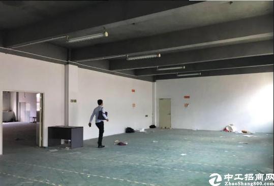 坪山六联深汕路边工业园新出楼上550平方,15元出租.