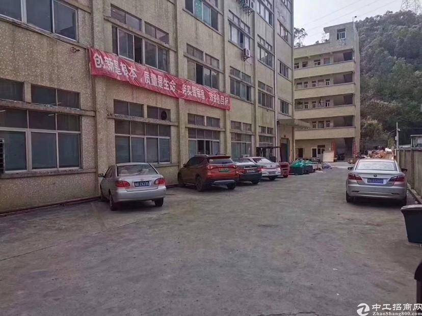 坪山新出一楼800平米带精装修办公室厂房出租,高6米.