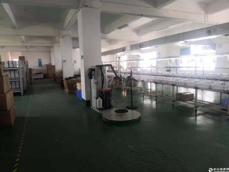 坪山大工业区二楼800平厂房仓库有全新地坪漆,可办环评