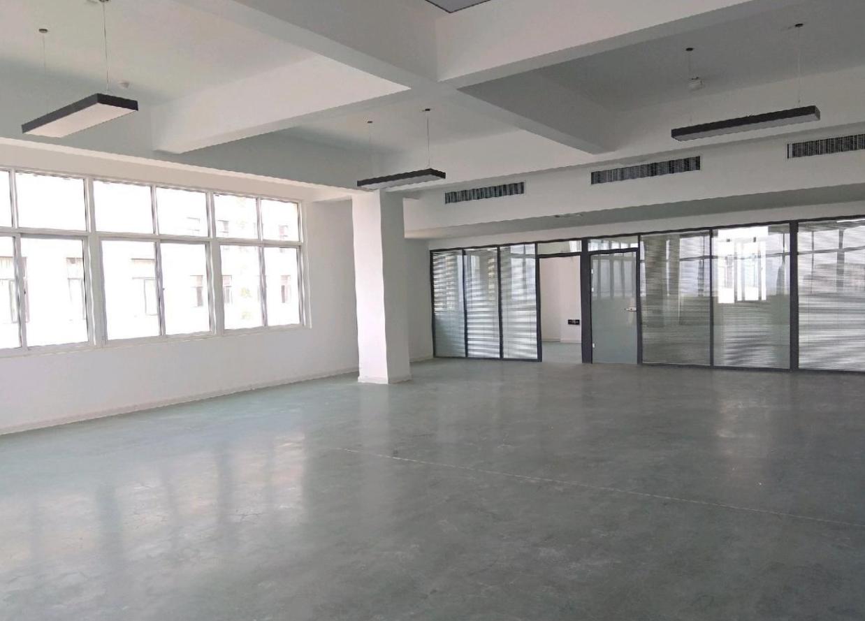 南三环厂房办公楼800平米