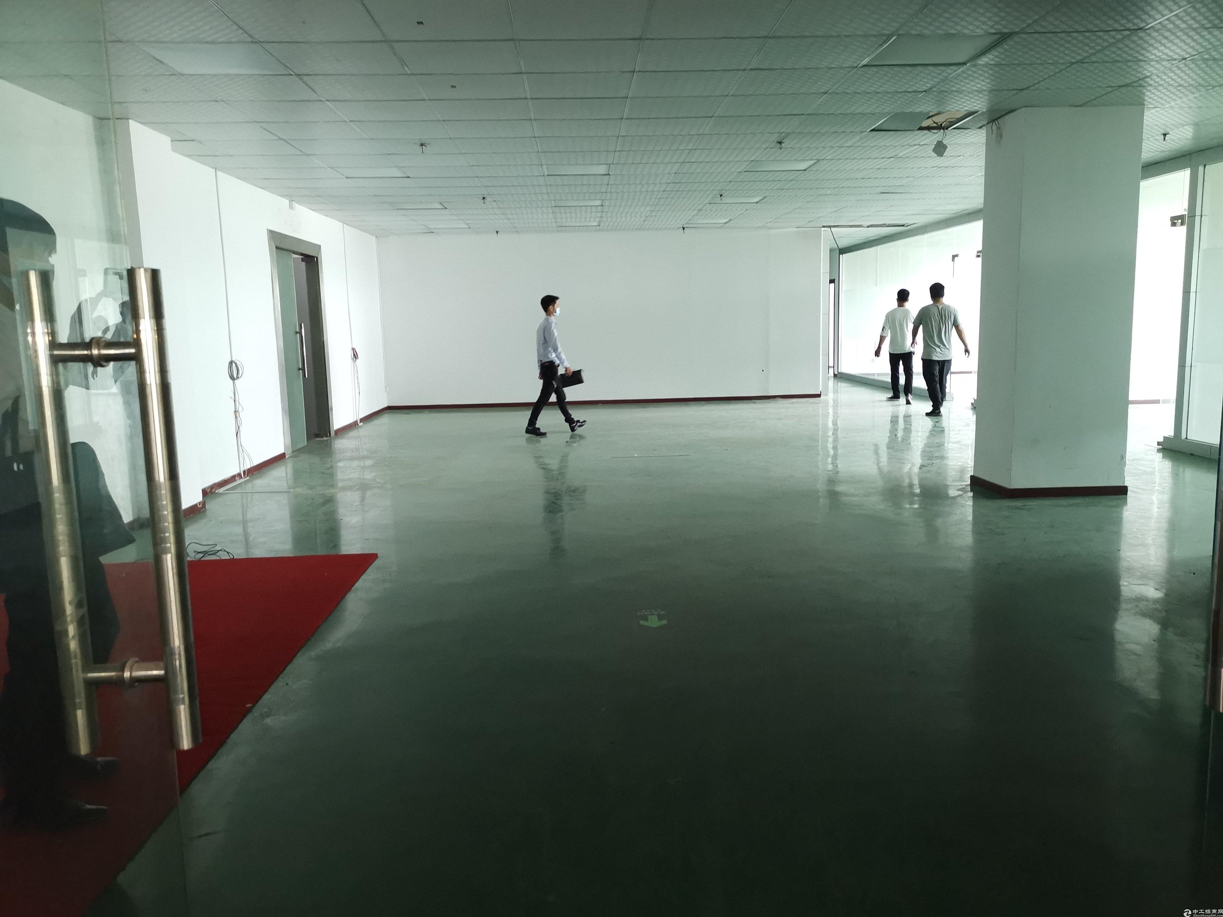 龙华观澜富士康旁精装修720平厂房仓库出租。公摊小无转让费