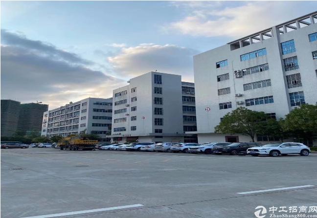 布吉李朗工业区楼上单层2000平米带全新装修出租