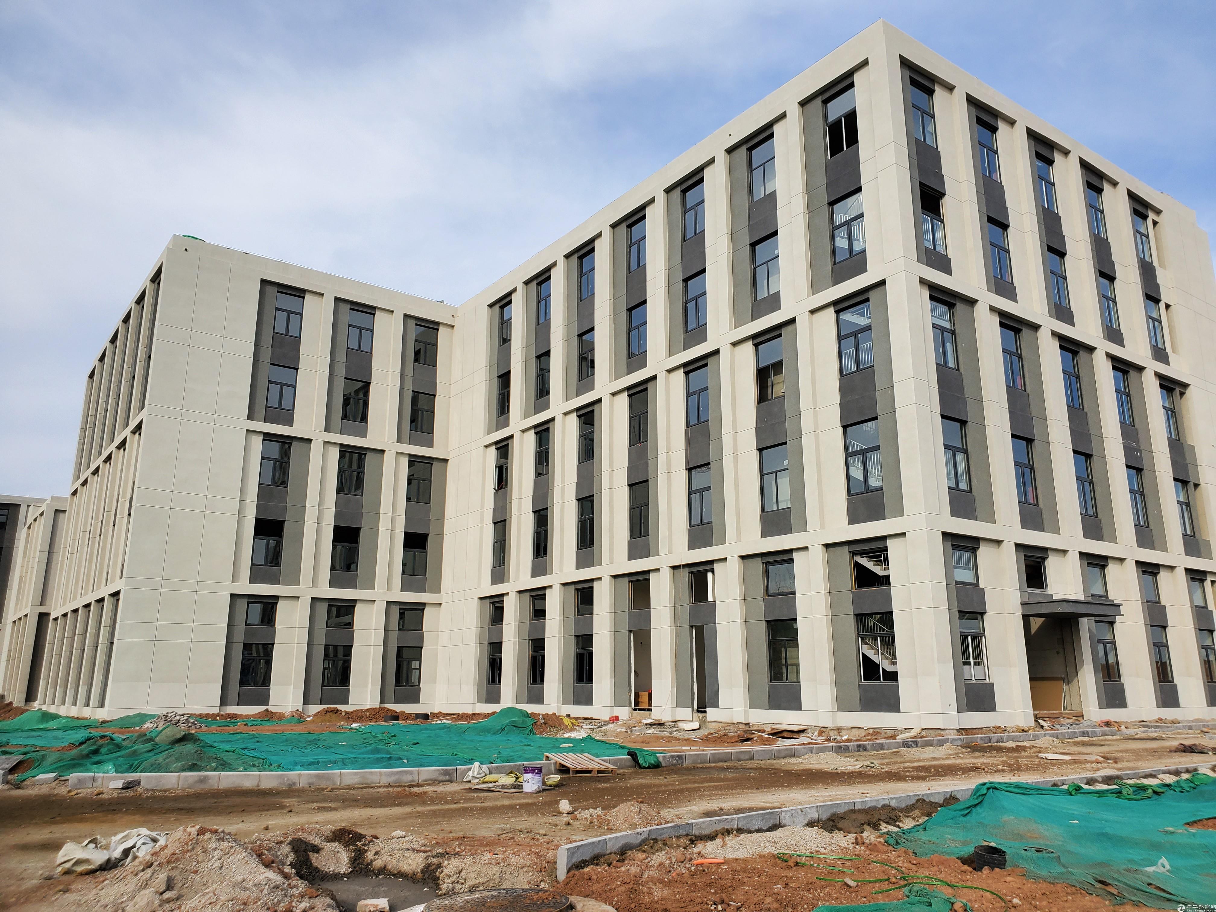 5层独栋厂房3200平,可生产研发办公,50年工业工地