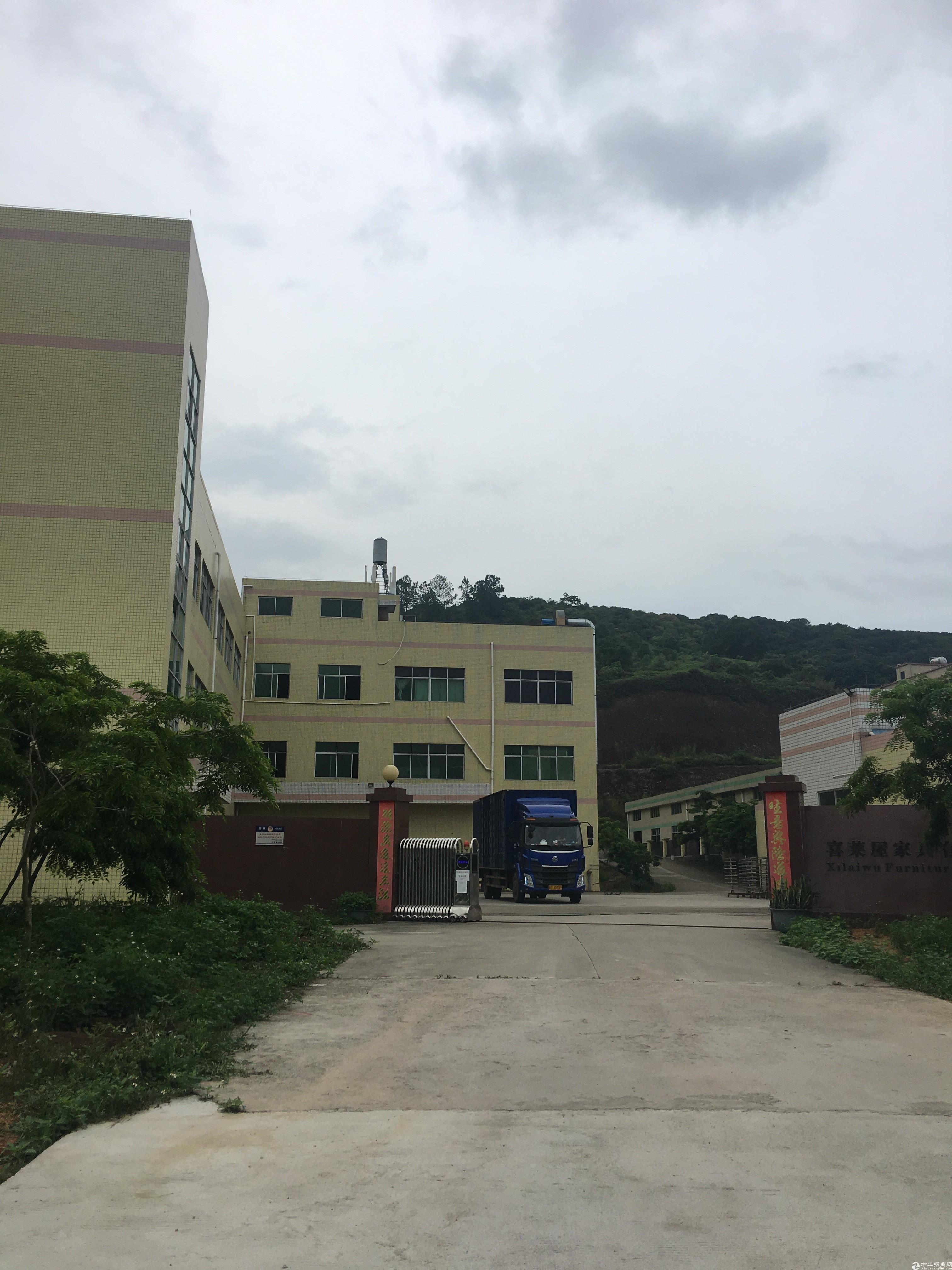 新圩镇占地3700㎡建筑1800㎡村委合同厂房出售