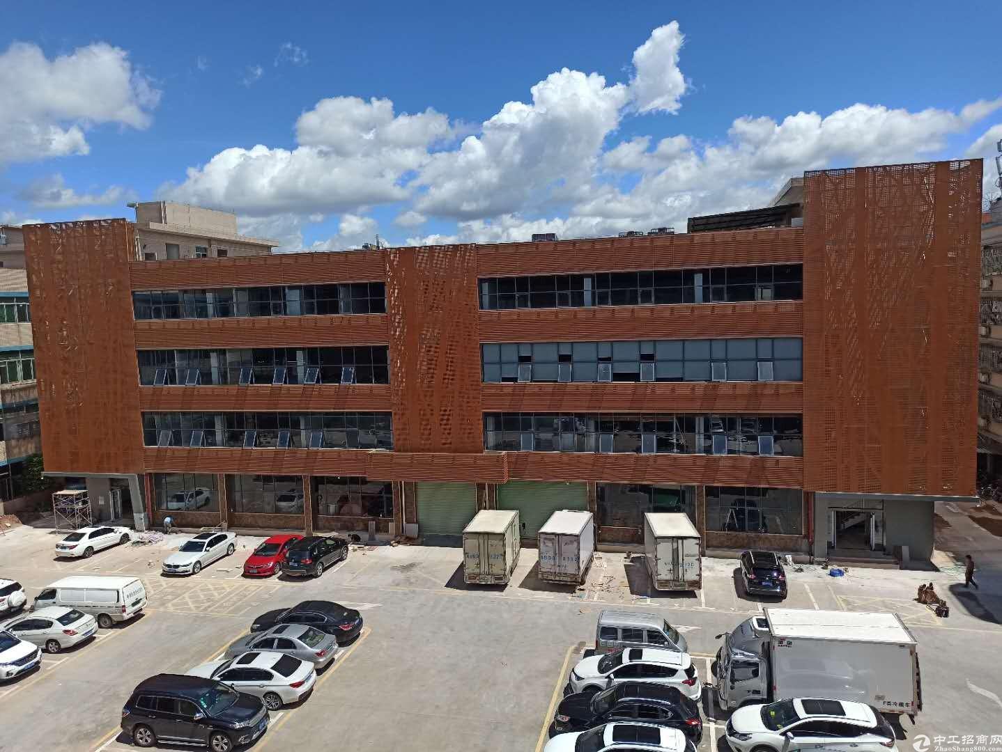 平湖山厦工业园1500平一楼厂房出租大小可分租可做仓库